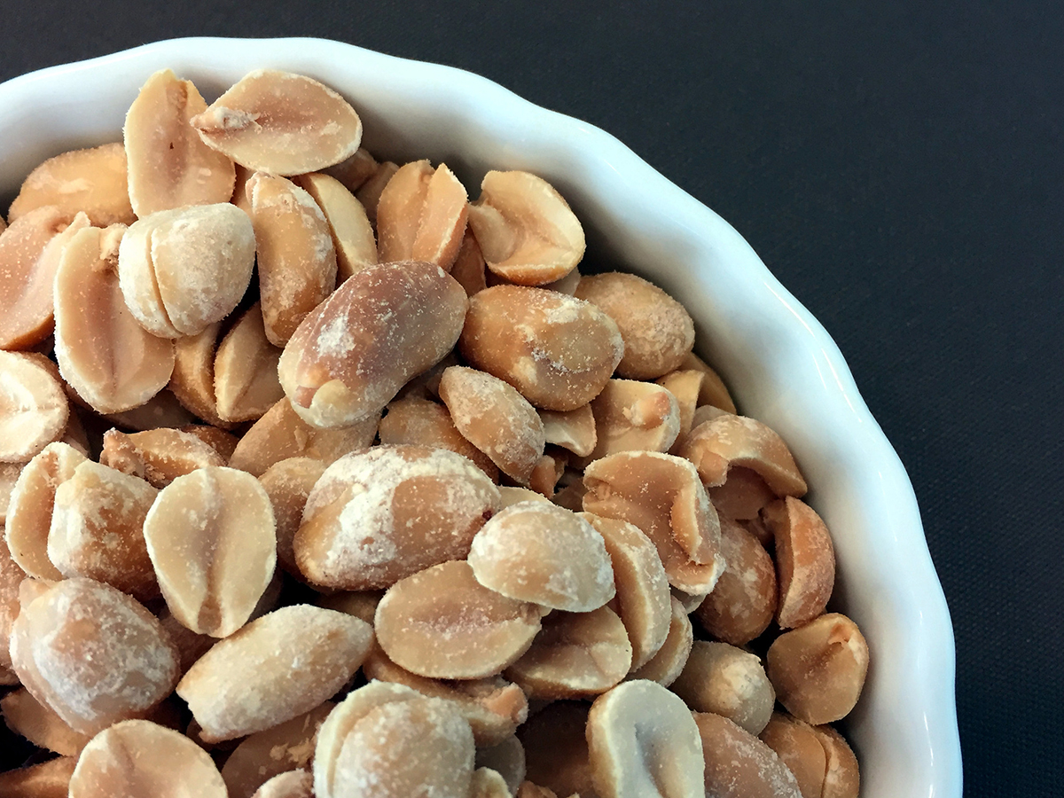 Few people with peanut allergy tolerate peanut after stopping oral
