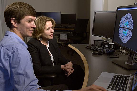Renée Fleming and David Jangraw look at brain scan