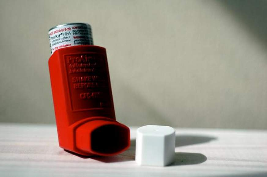 Image of an asthma inhaler.