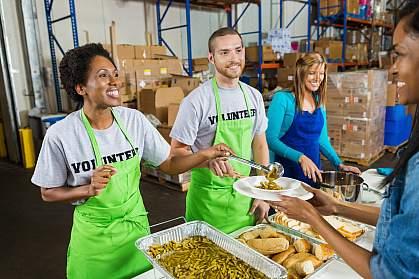 Photo volunteers serving food