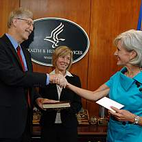 Dr. Collins and HHS Secretary Sebelius Shaking Hands