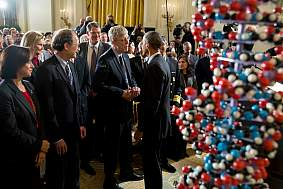 President Obama shakes hands with NIH Director Dr. Collins.