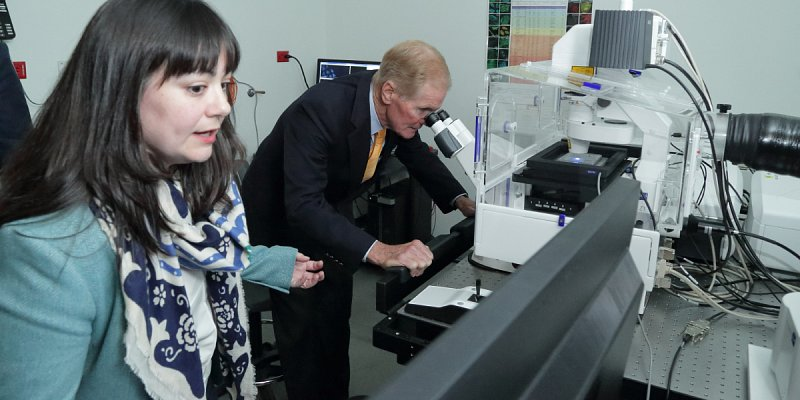 Senator Bill Nelson (FL), viewing advanced imaging technology in the confocal microscopy room with Dr. Shireen Sarraf, Postdoctoral Research Associate fellow, National Institute of Neurological Disorders and Stroke.